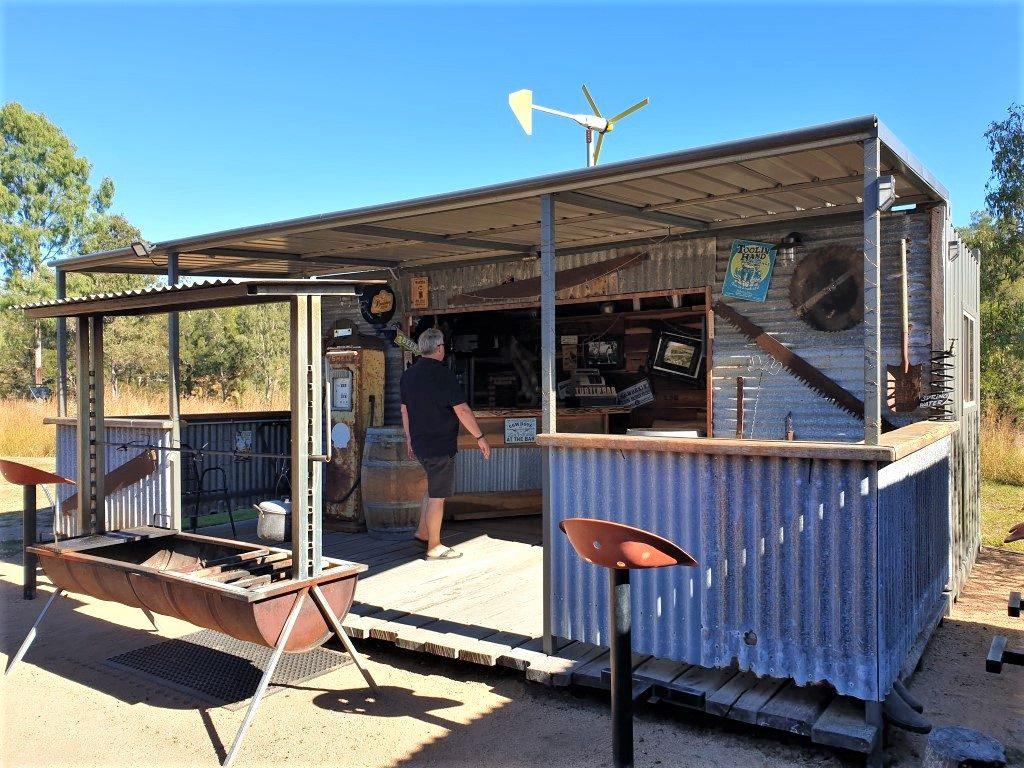 Kolonga-Camp-farm bar