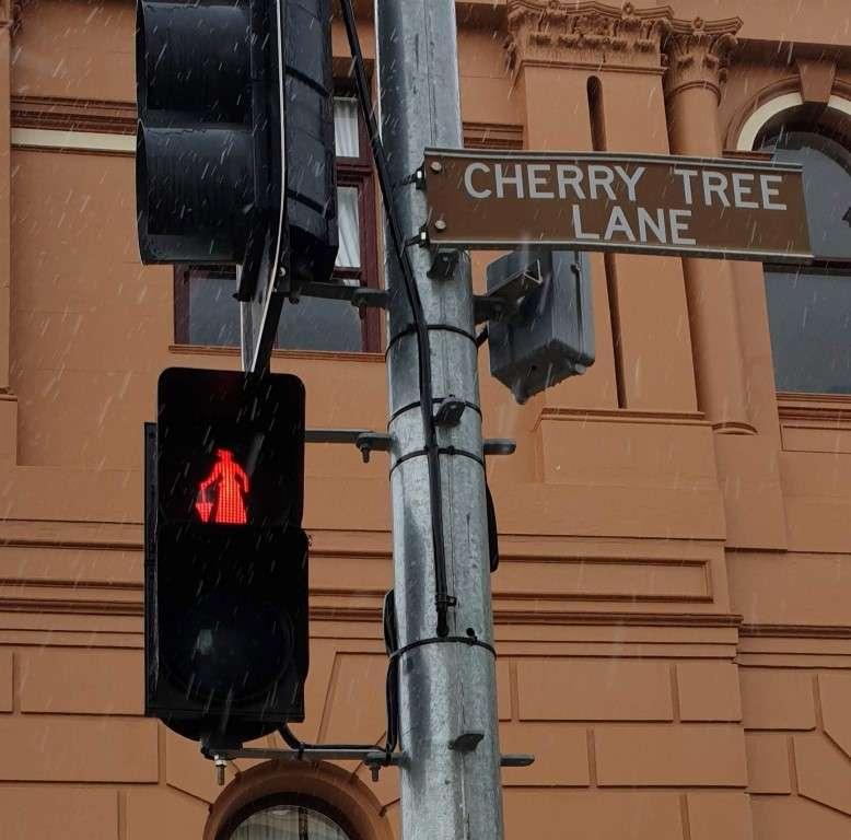 Maryborough-Marry-Poppins traffic lights