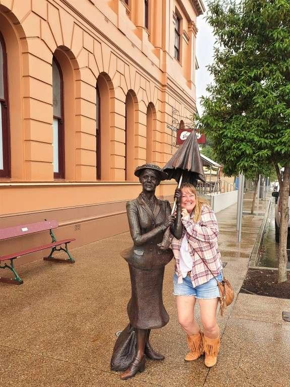 Maryborough-Marry-Poppins statue