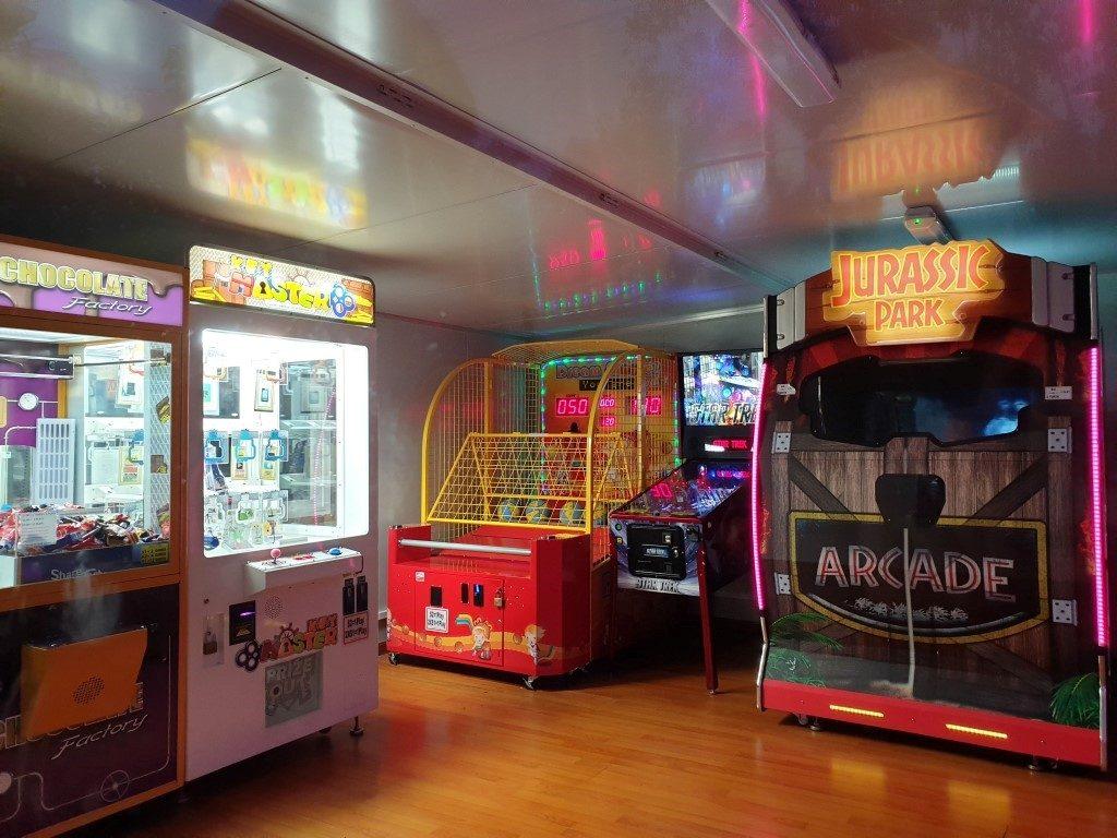 Big-4-helensvale-games room