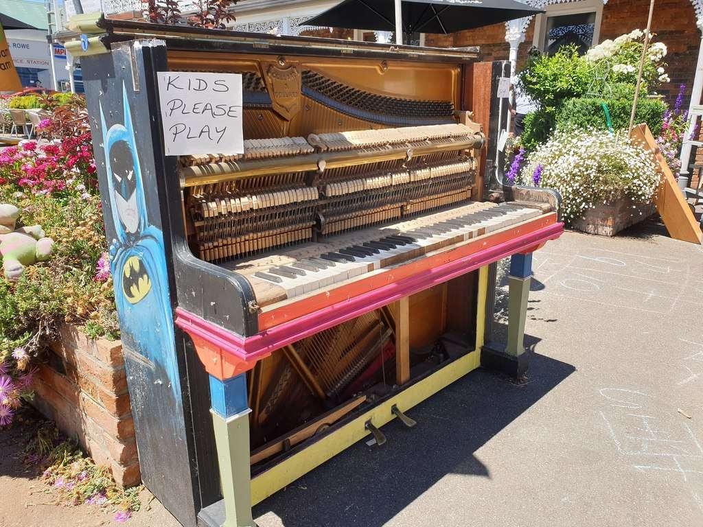 Sheffield Tasmaniaplay me piano
