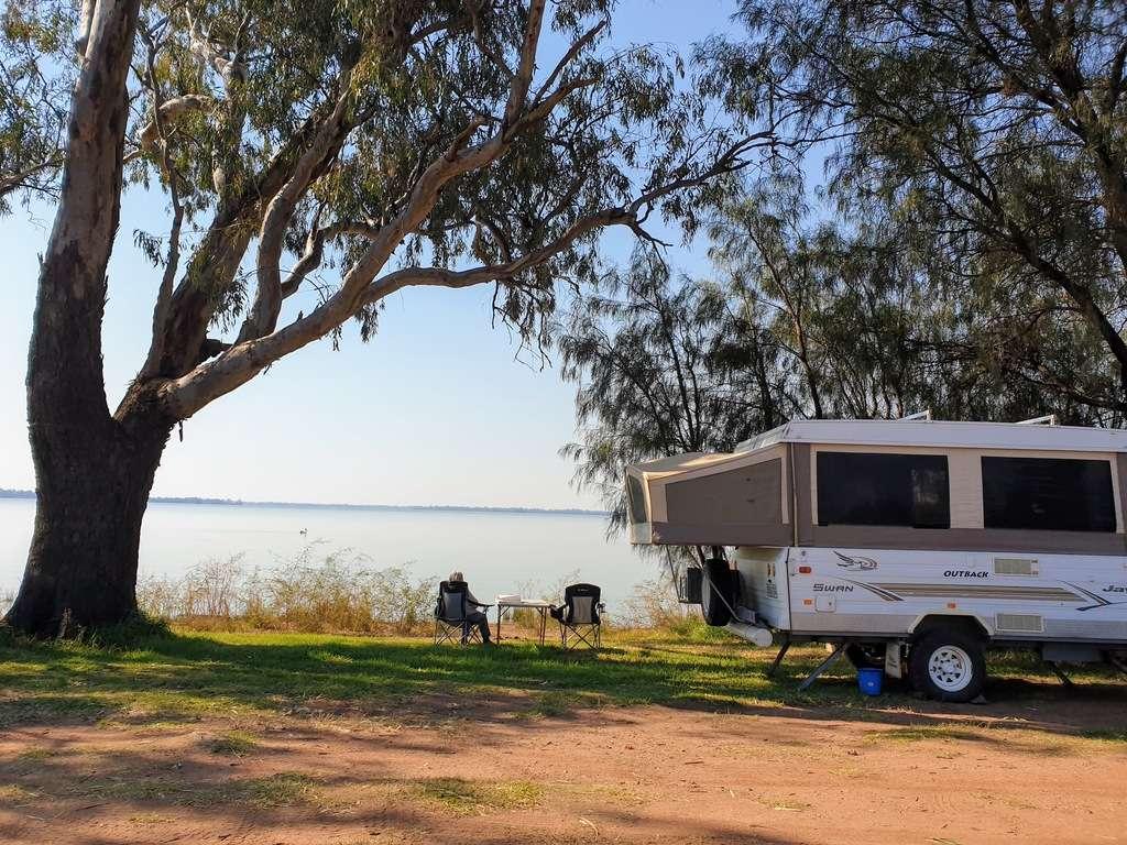 Lake Cargelligo Frogs Hollow camp caravans water views new south wales