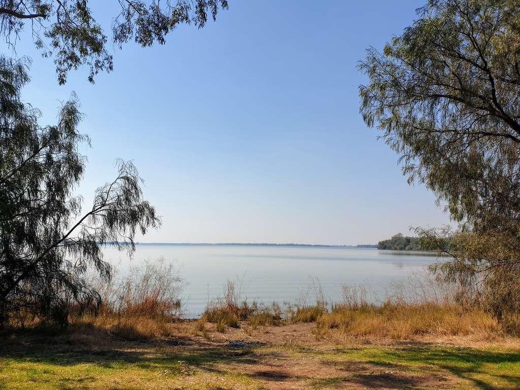 Lake Cargelligo frogs hollow donation camp-NSW water caravans camping