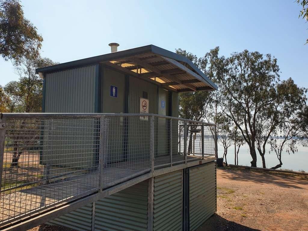 Lake Cargelligo nsw camping area dead mans camp toilets
