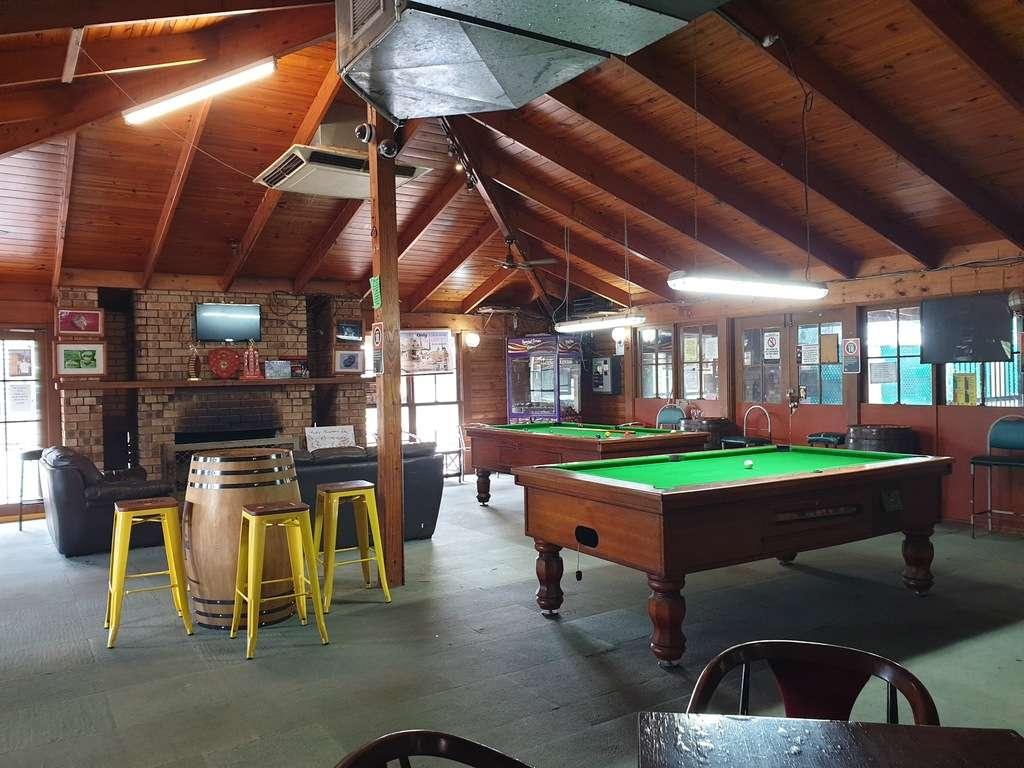 Lightning ridge caravan park NSW pool table