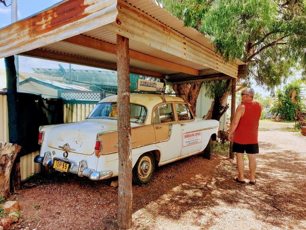 Lightning ridge historical old car