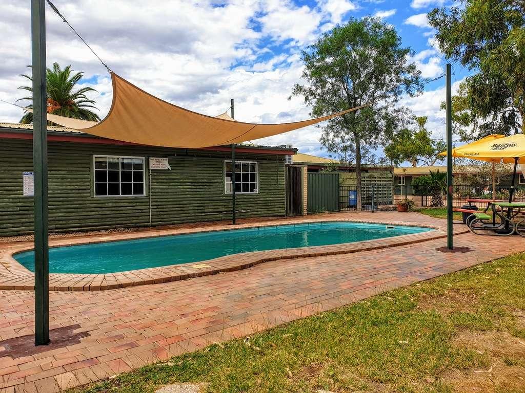 Lightning ridge caravan park NSW swimming pool