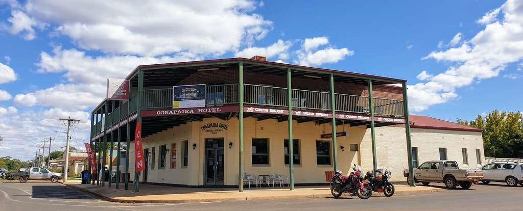 Rankins Springs Conapaira hotel pub free camp