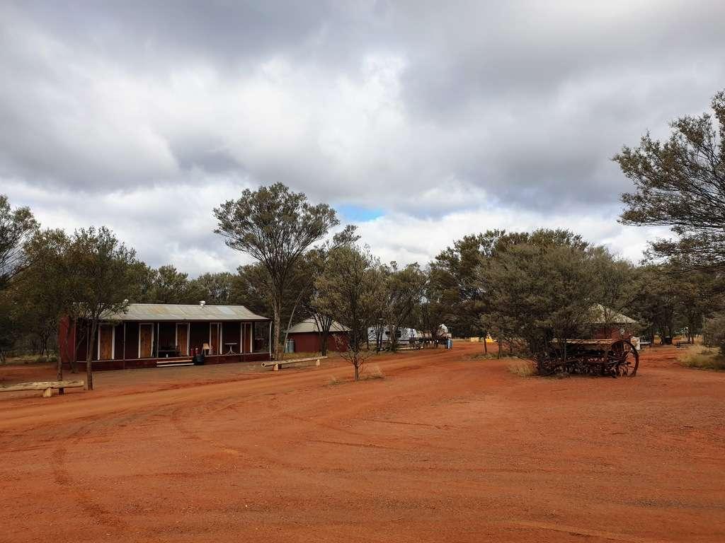 Cabins Mulga creek hotel pub camping caravan park new south wales nsw